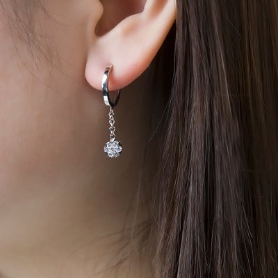 1 Carat Diamond Earrings Dangling On 10k White Gold
