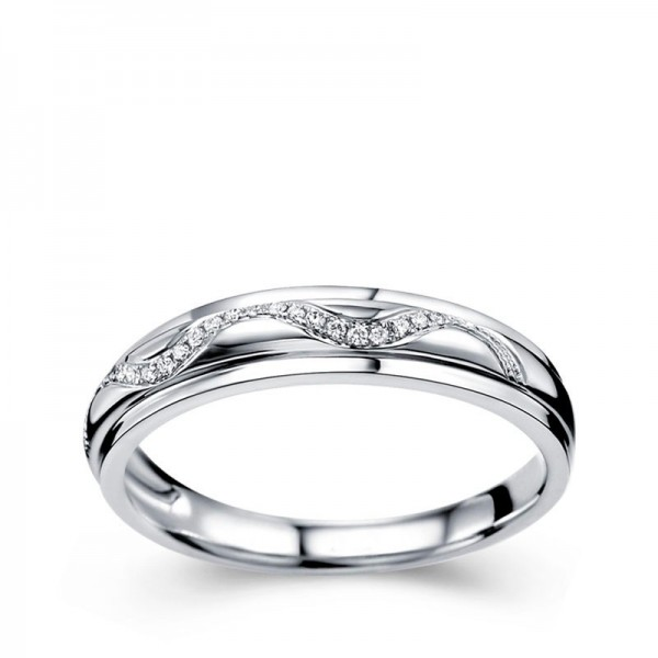 Luxurious Diamond Wedding Ring Band in White Gold