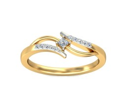 Princess and Round Diamond Ring in Yellow Gold