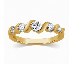 5 Stone Round Diamond Wedding Band in Yellow Gold