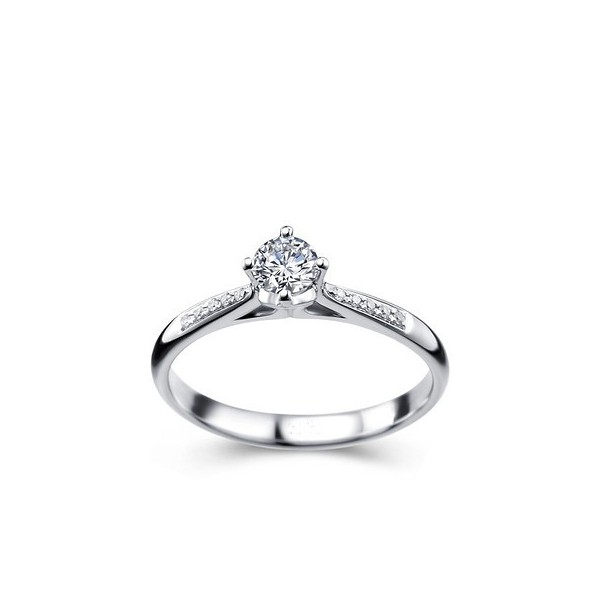 1 2 carat enagement ring on 9ct white gold
