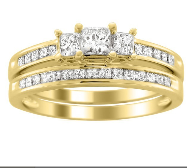 2 carats princess diamond wedding ring set for her in yellow gold - Gold Wedding Ring Sets