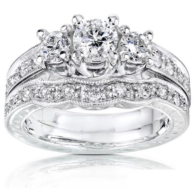 Gleaming Three Stone Inexpensive Diamond Wedding Set 1 Carat Round