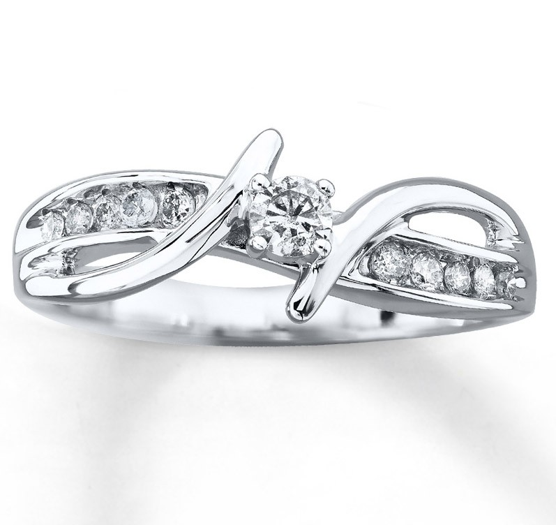Unique Round Diamond Engagement Ring for Women in White Gold ...