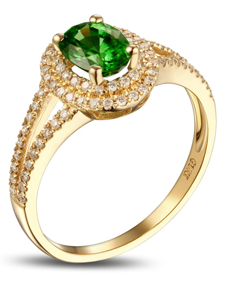 unique 1 carat emerald and halo engagement ring in