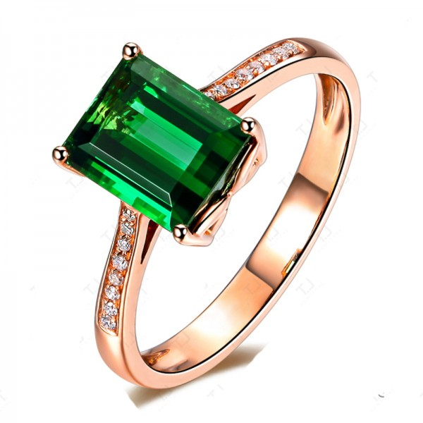 luxurious 2 carat green emerald and classic