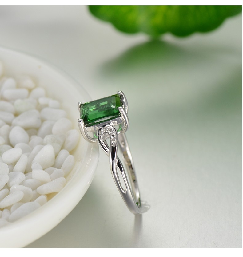 5 Carat Emerald Engagement Ring