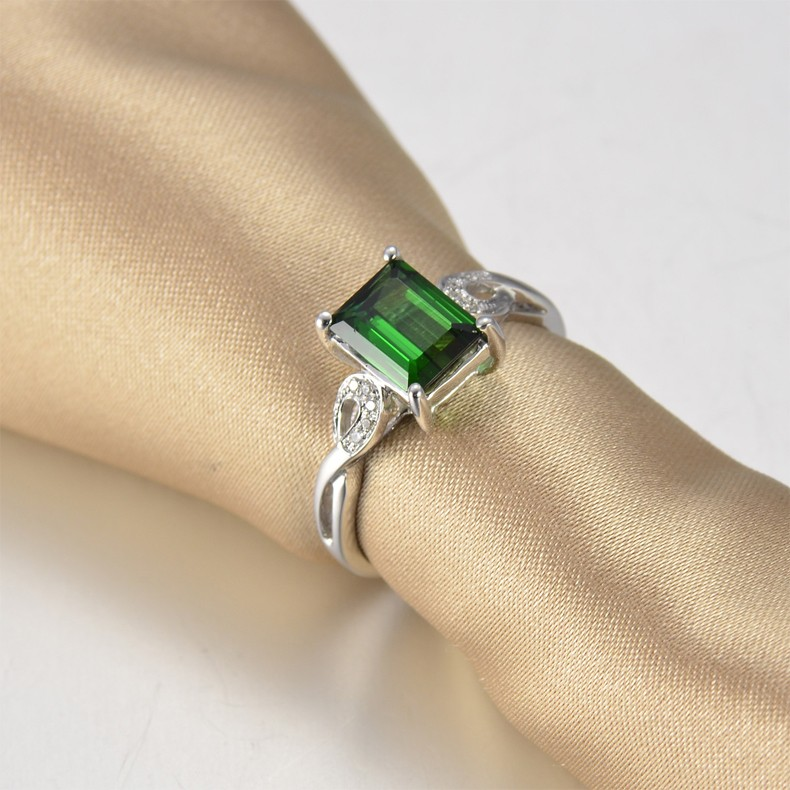 1 Carat Emerald And Diamond Engagement Ring In White Gold